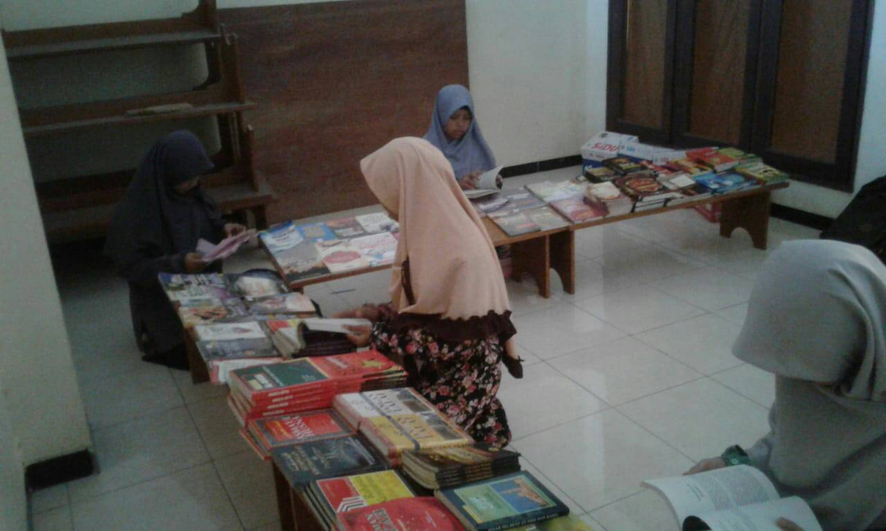 Bursa Kitab dan KaJur MOSAIC FEB UNAIR 2018